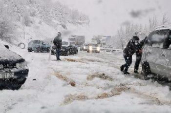 """Bora vështirëson rrugët e Dragashit – Probleme te """"Laku i Keq"""""""